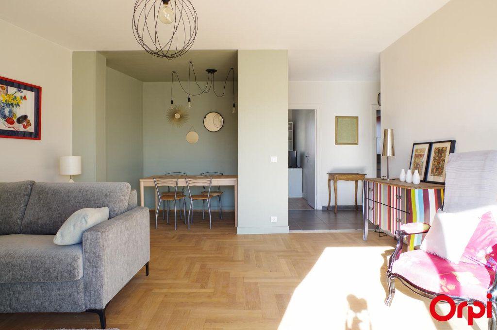 Appartement à louer 3 75.09m2 à Lyon 3 vignette-4