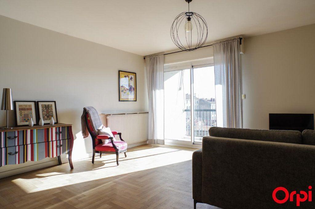 Appartement à louer 3 75.09m2 à Lyon 3 vignette-6