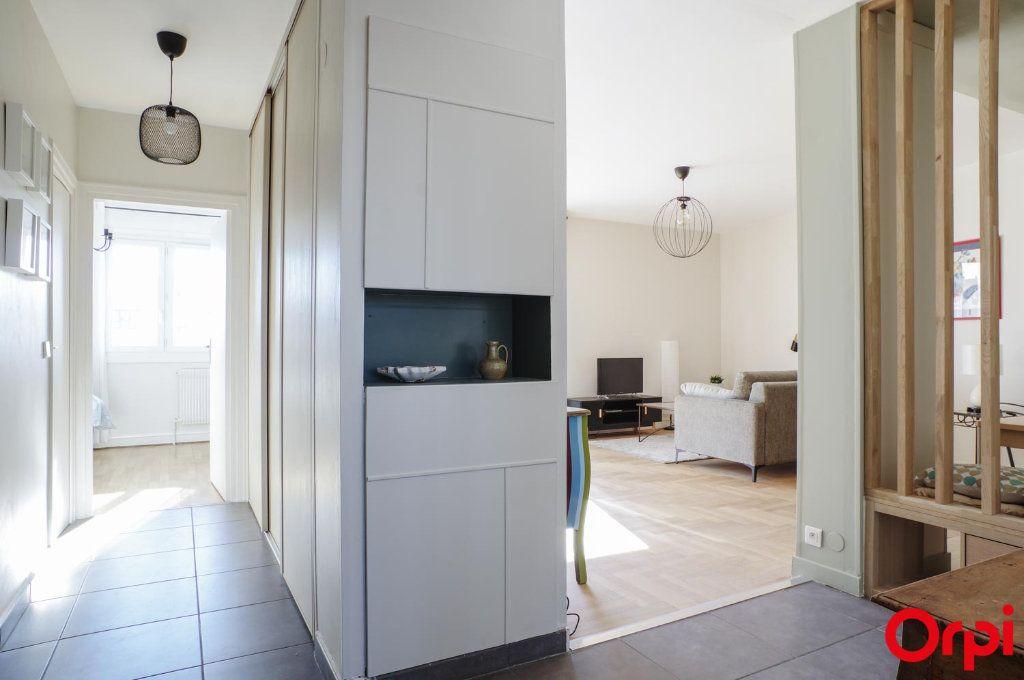 Appartement à louer 3 75.09m2 à Lyon 3 vignette-10