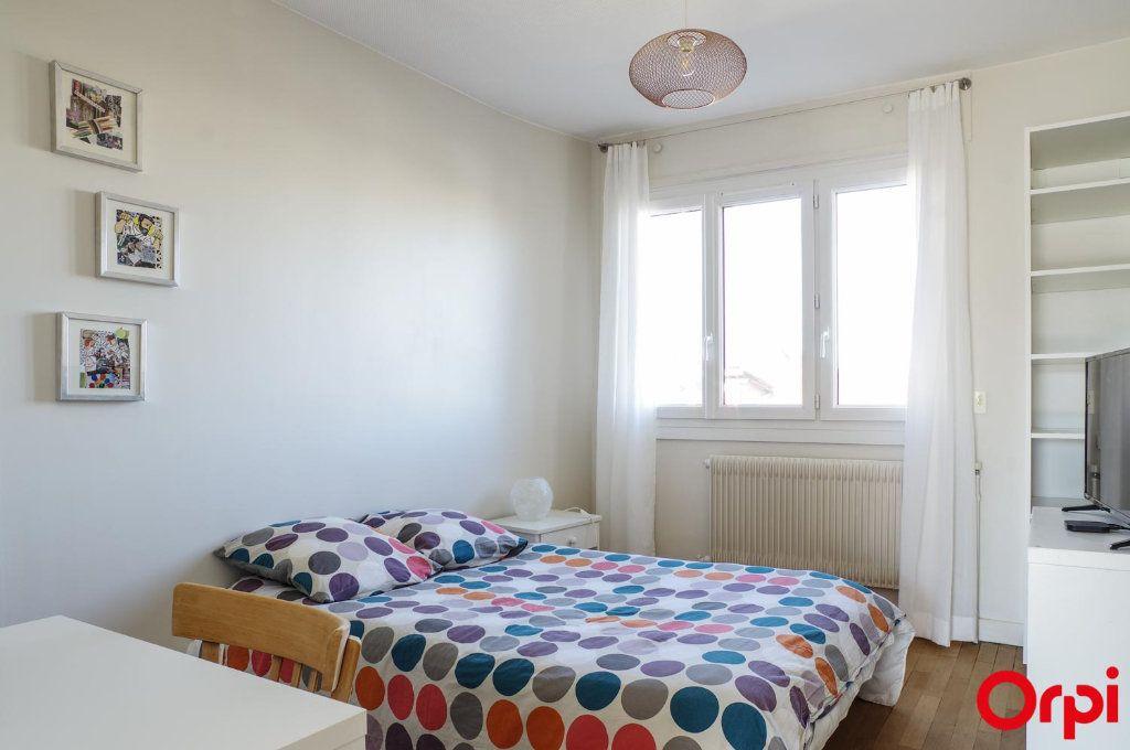 Appartement à louer 3 75.09m2 à Lyon 3 vignette-14
