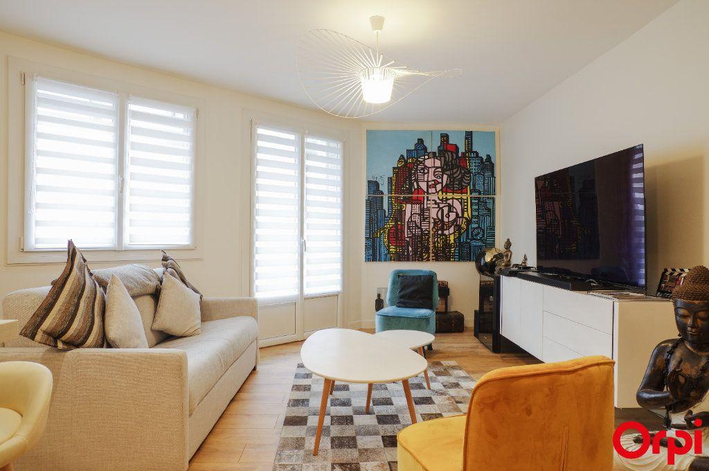 Appartement à vendre 3 72m2 à Lyon 3 vignette-2