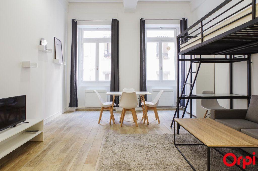 Appartement à louer 1 33m2 à Lyon 1 vignette-1