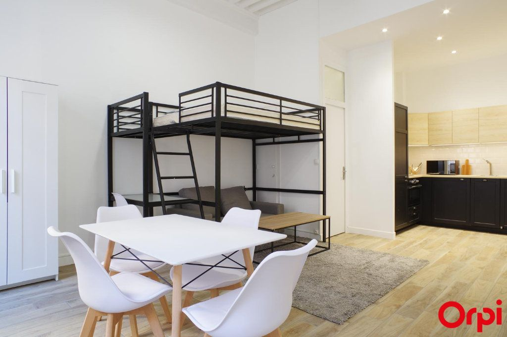 Appartement à louer 1 33m2 à Lyon 1 vignette-2