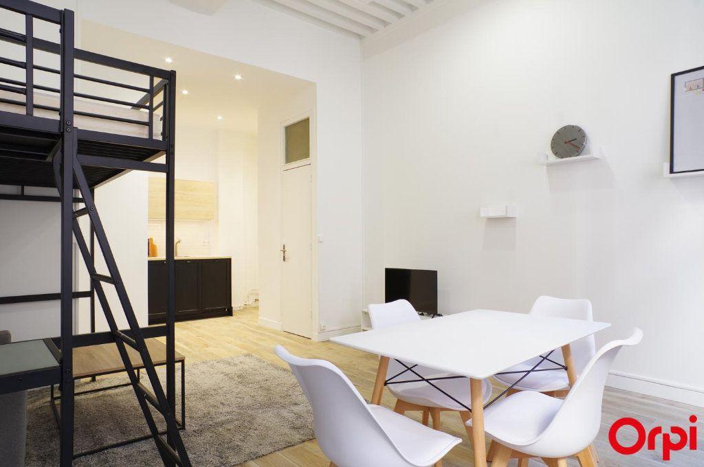 Appartement à louer 1 33m2 à Lyon 1 vignette-3