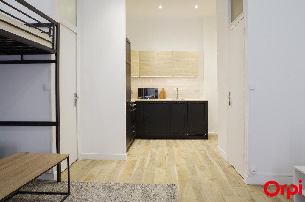 Appartement à louer 1 33m2 à Lyon 1 vignette-4