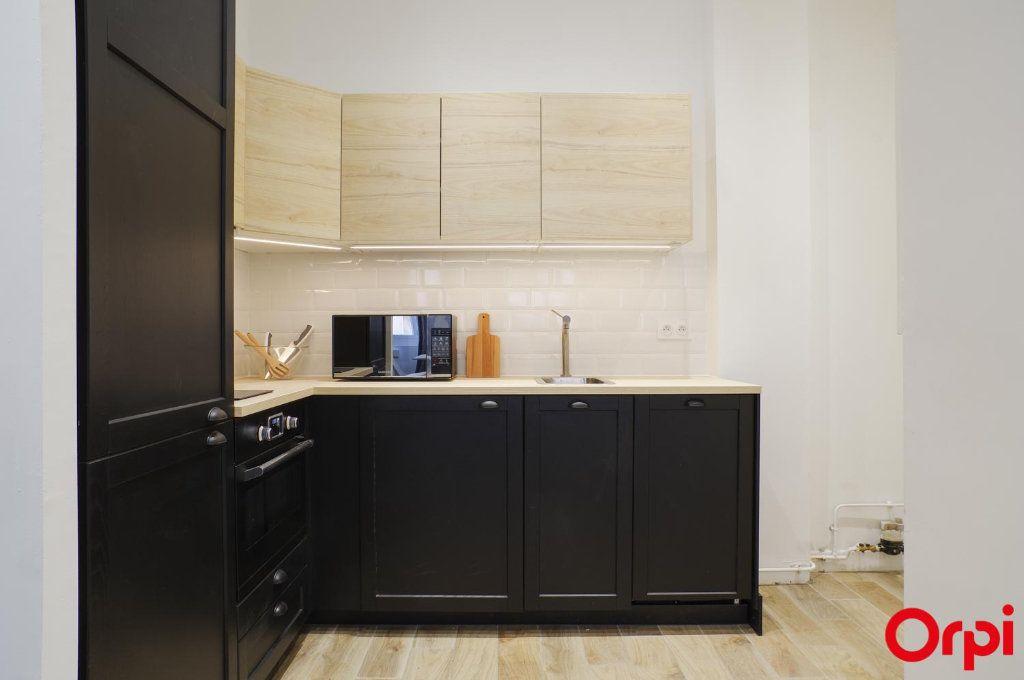 Appartement à louer 1 33m2 à Lyon 1 vignette-5