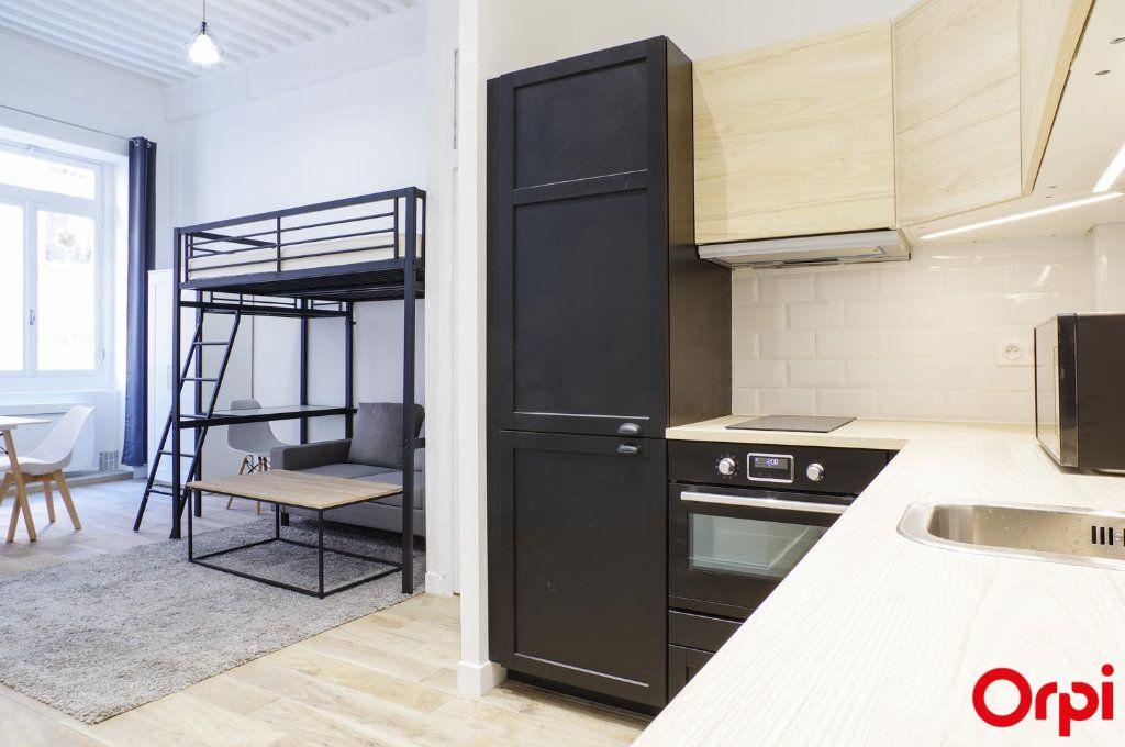 Appartement à louer 1 33m2 à Lyon 1 vignette-6