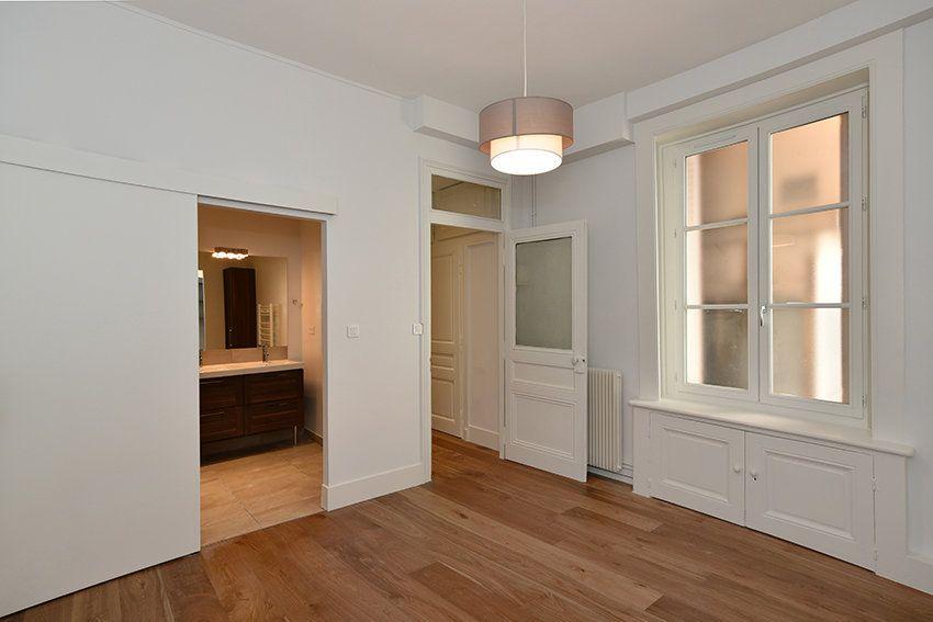 Appartement à louer 3 109.41m2 à Lyon 1 vignette-9