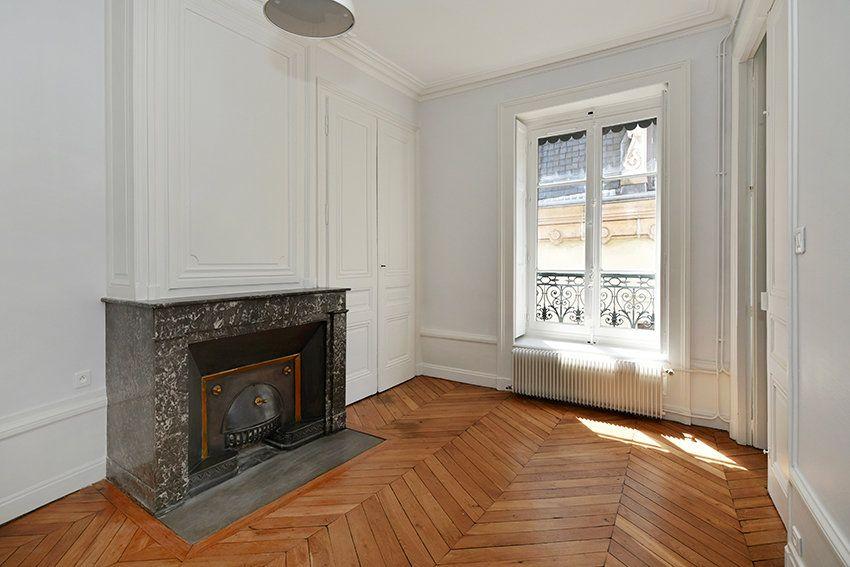 Appartement à louer 3 109.41m2 à Lyon 1 vignette-11