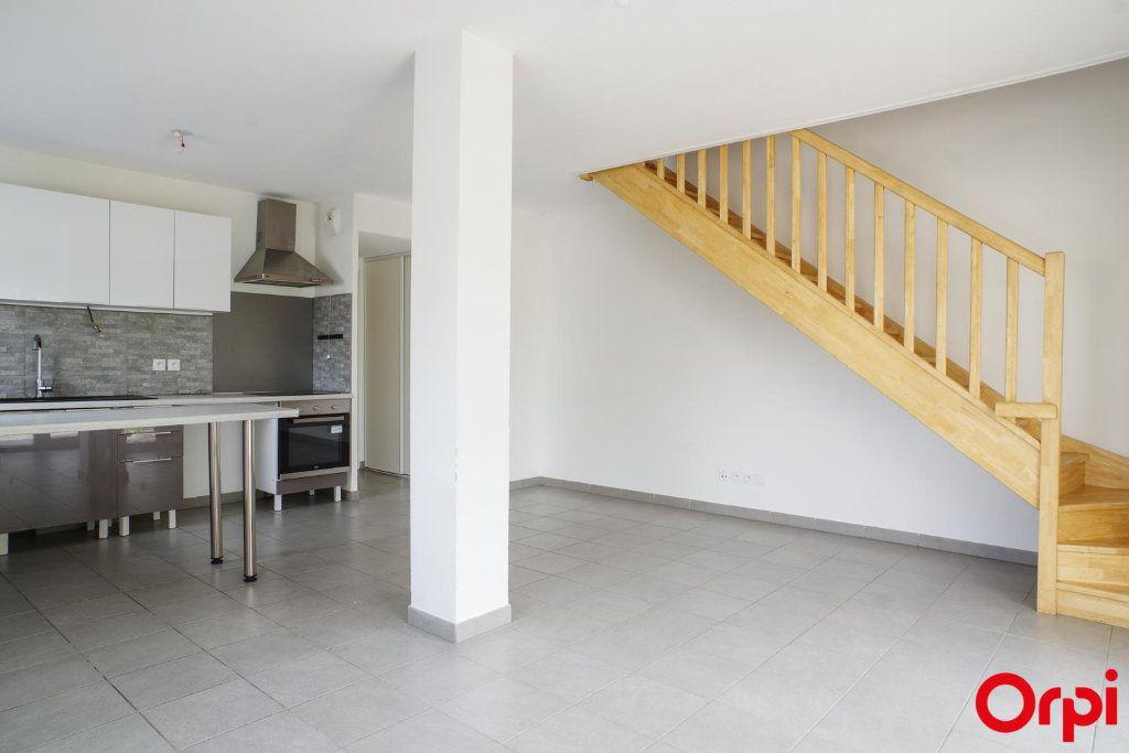 Appartement à louer 3 74.79m2 à Villeurbanne vignette-1