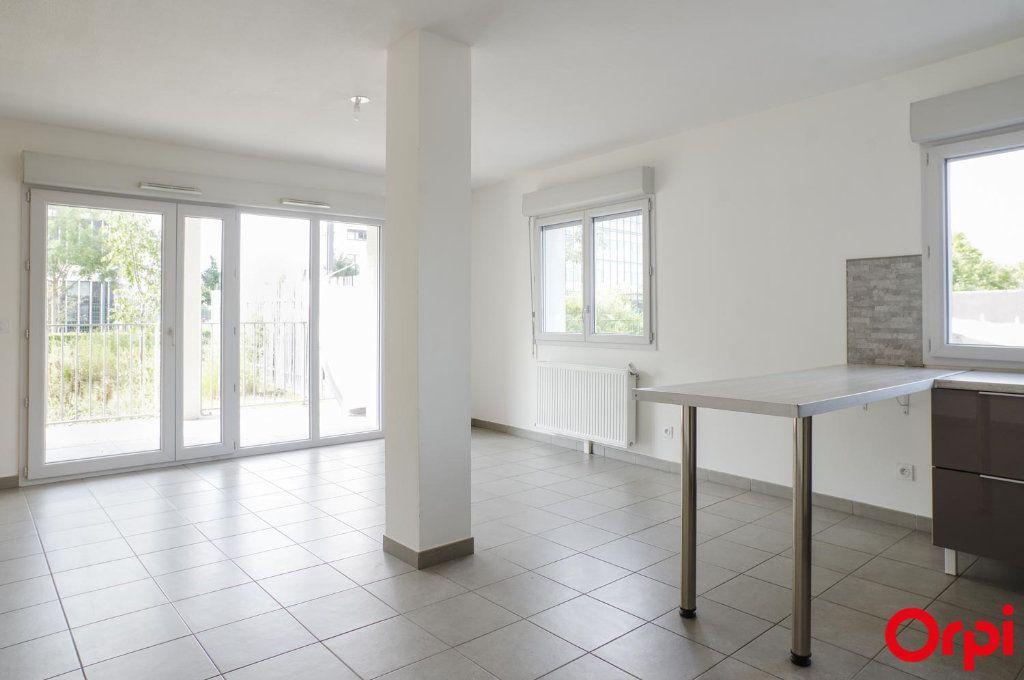 Appartement à louer 3 74.79m2 à Villeurbanne vignette-3