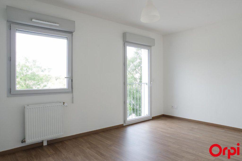 Appartement à louer 3 74.79m2 à Villeurbanne vignette-4