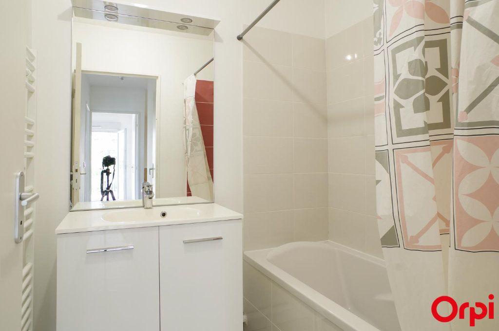 Appartement à louer 3 74.79m2 à Villeurbanne vignette-11