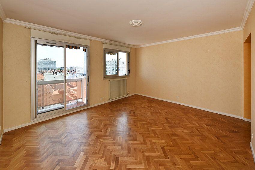 Appartement à louer 4 97.14m2 à Lyon 6 vignette-2
