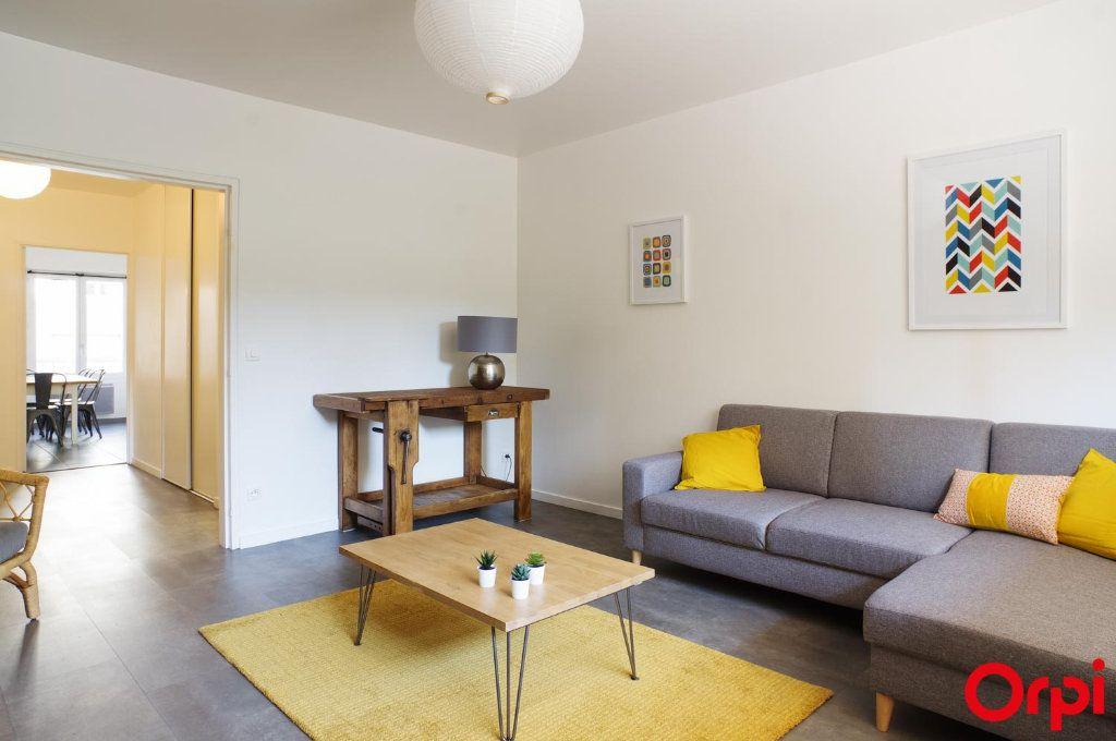 Appartement à louer 3 72.05m2 à Lyon 6 vignette-1