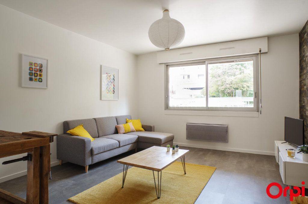 Appartement à louer 3 72.05m2 à Lyon 6 vignette-2