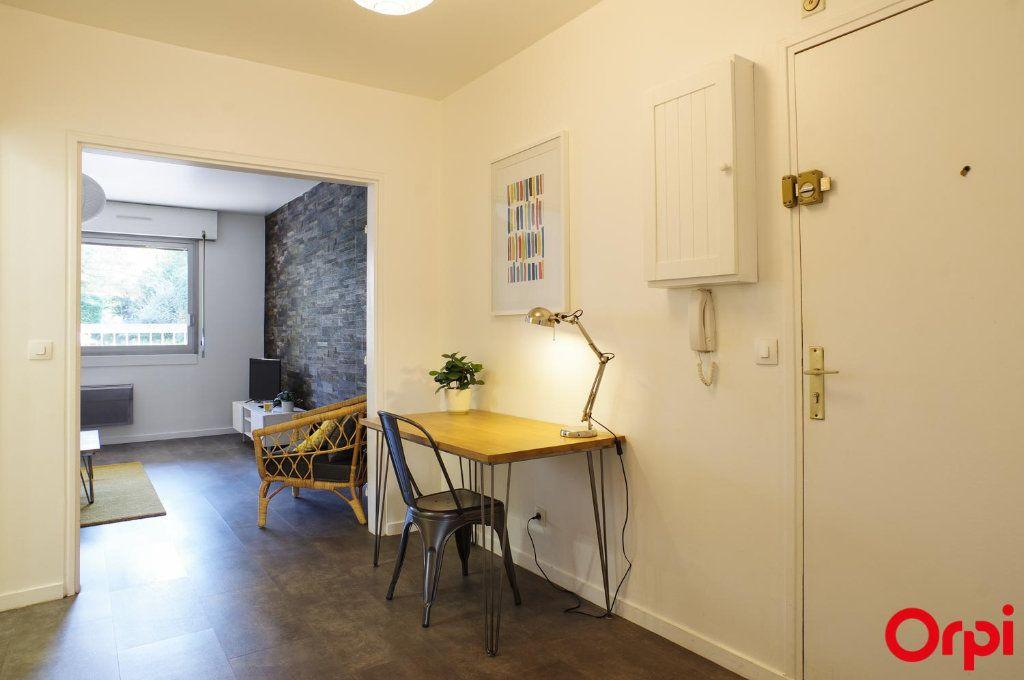 Appartement à louer 3 72.05m2 à Lyon 6 vignette-3