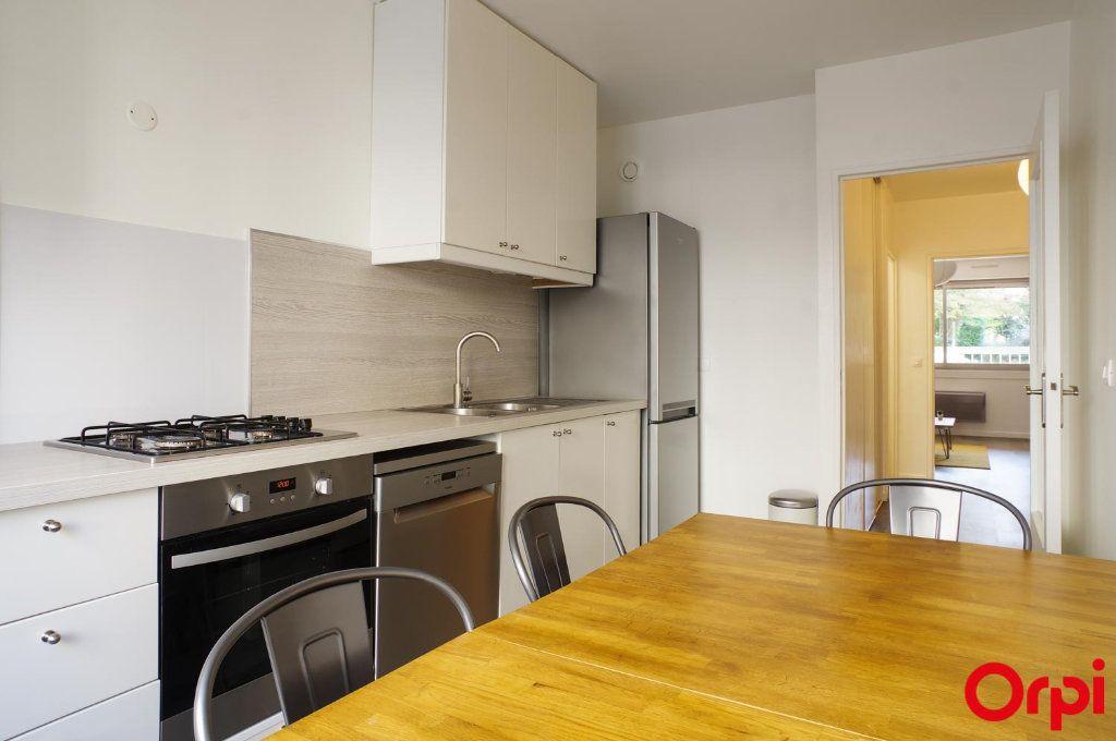 Appartement à louer 3 72.05m2 à Lyon 6 vignette-4