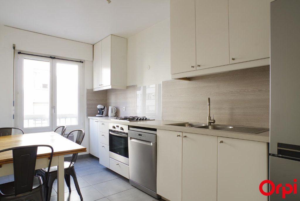 Appartement à louer 3 72.05m2 à Lyon 6 vignette-5