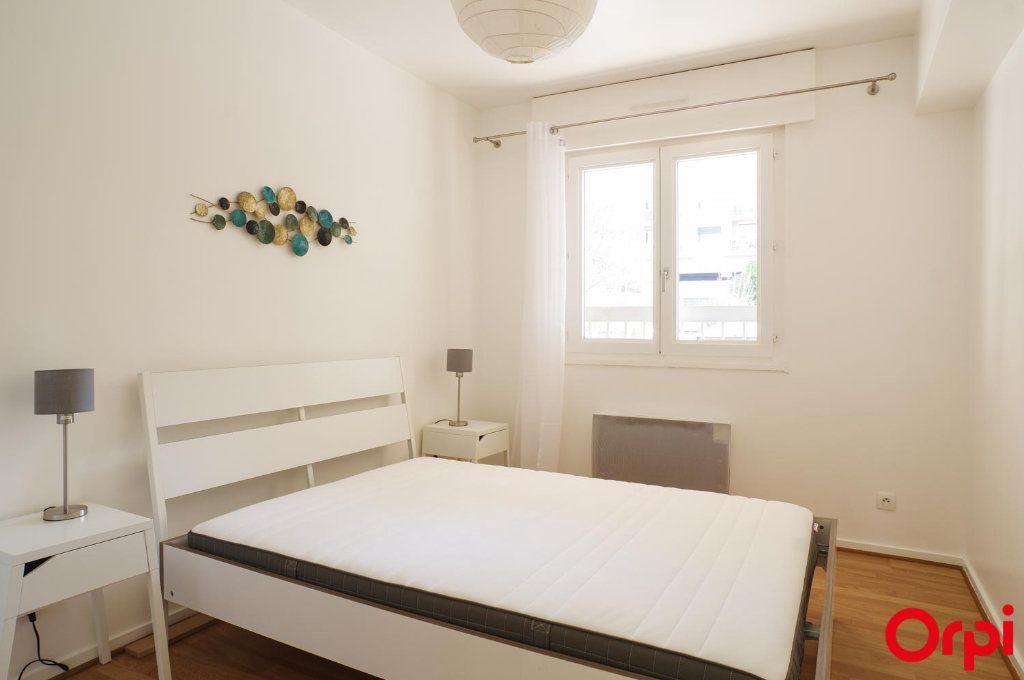 Appartement à louer 3 72.05m2 à Lyon 6 vignette-6