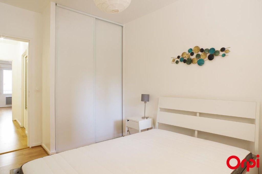 Appartement à louer 3 72.05m2 à Lyon 6 vignette-7