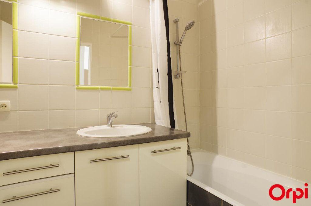 Appartement à louer 3 72.05m2 à Lyon 6 vignette-10