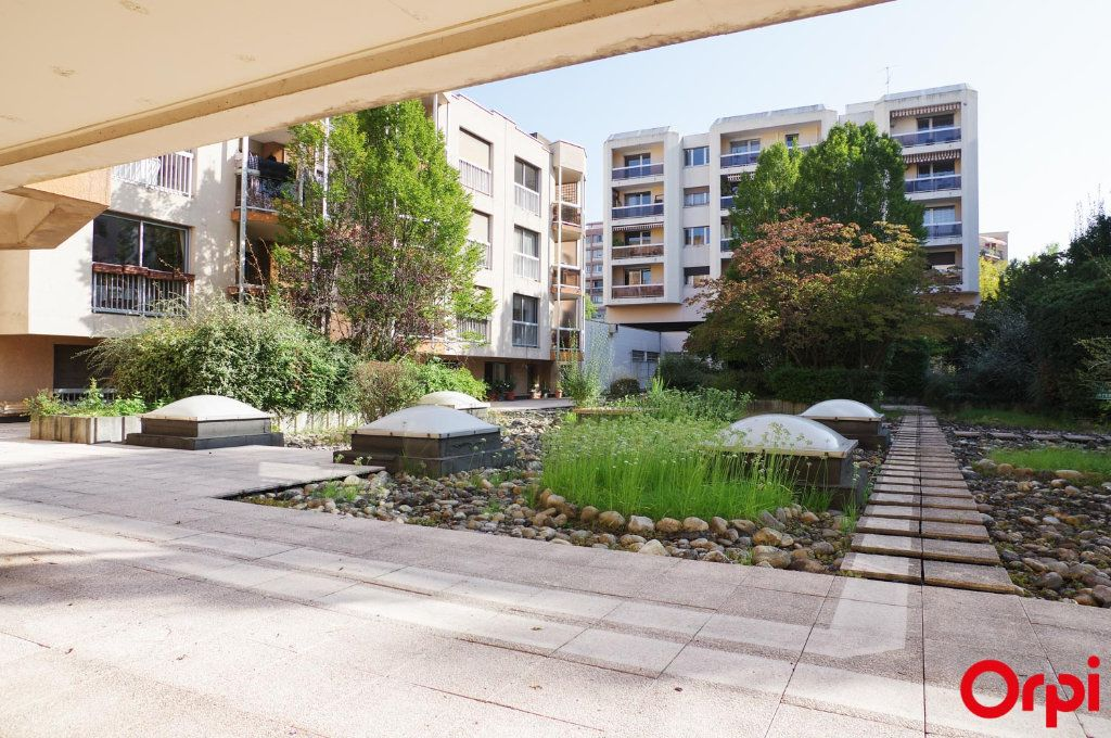 Appartement à louer 3 72.05m2 à Lyon 6 vignette-11