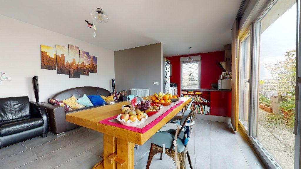 Appartement à vendre 3 63m2 à Bron vignette-2