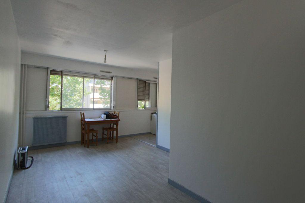 Appartement à louer 1 28m2 à Villeurbanne vignette-1