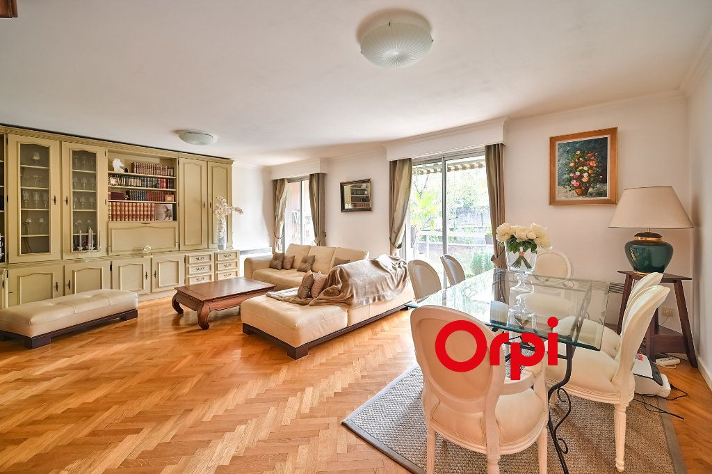Appartement à vendre 5 109m2 à Tassin-la-Demi-Lune vignette-1