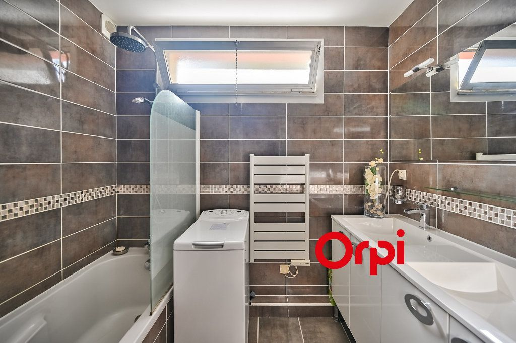 Appartement à vendre 5 109m2 à Tassin-la-Demi-Lune vignette-7