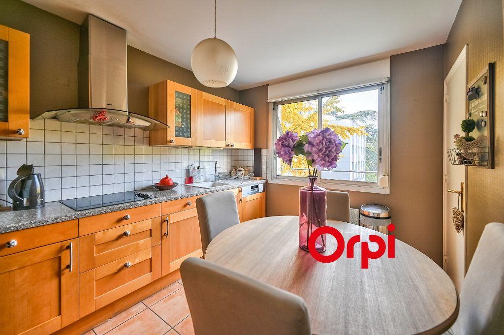 Appartement à vendre 5 109m2 à Tassin-la-Demi-Lune vignette-9