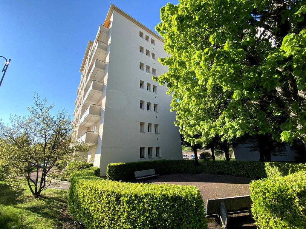 Appartement à vendre 4 101m2 à Tassin-la-Demi-Lune vignette-1