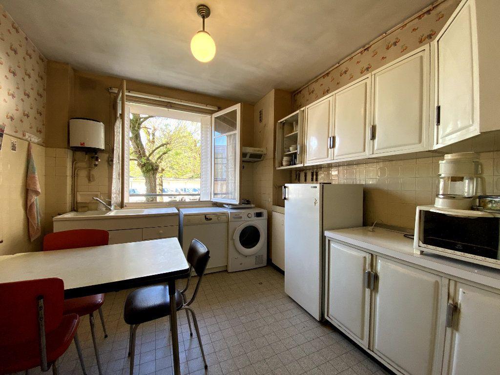 Appartement à vendre 4 101m2 à Tassin-la-Demi-Lune vignette-2