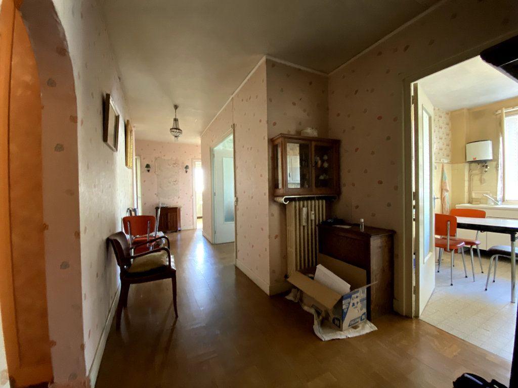 Appartement à vendre 4 101m2 à Tassin-la-Demi-Lune vignette-5