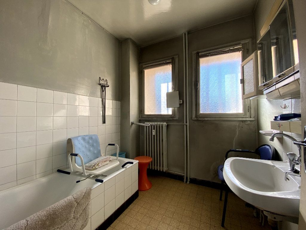 Appartement à vendre 4 101m2 à Tassin-la-Demi-Lune vignette-6