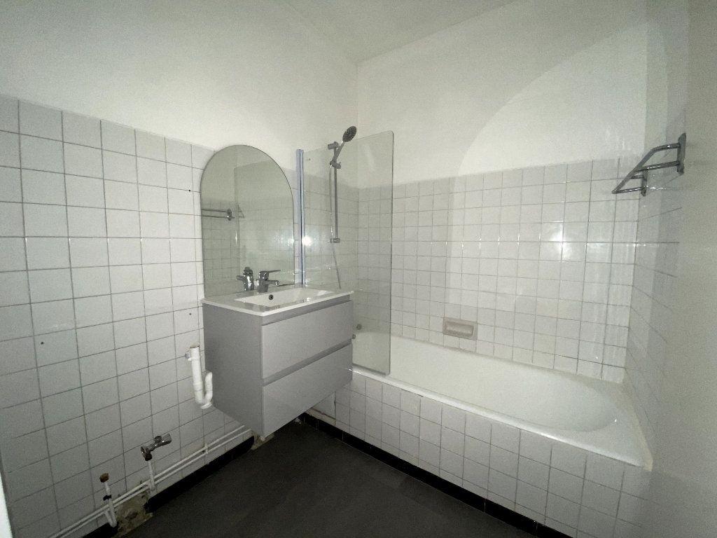 Appartement à louer 1 29m2 à Tassin-la-Demi-Lune vignette-5