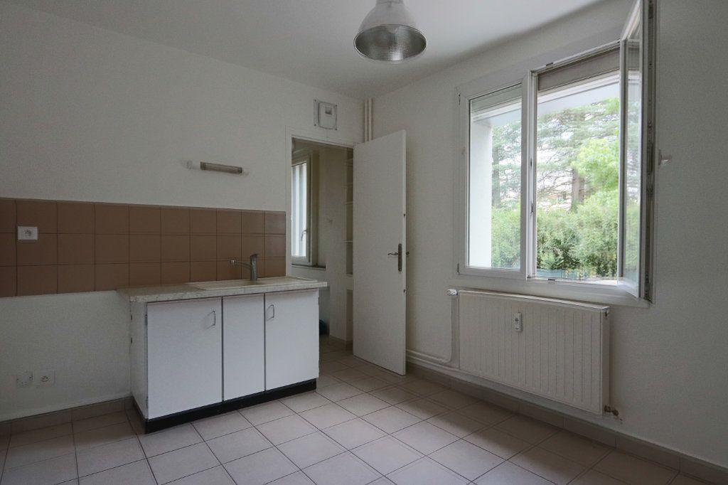 Appartement à louer 2 52.09m2 à Tassin-la-Demi-Lune vignette-2