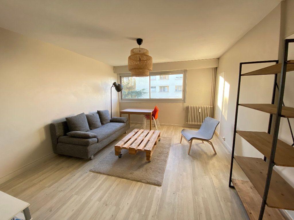 Appartement à louer 1 14m2 à Talence vignette-1
