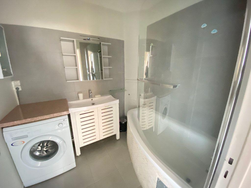 Appartement à louer 1 14m2 à Talence vignette-3