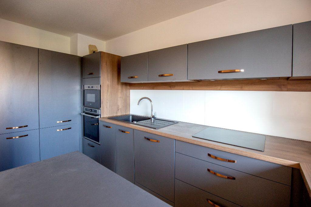 Appartement à vendre 3 69.73m2 à Bordeaux vignette-1
