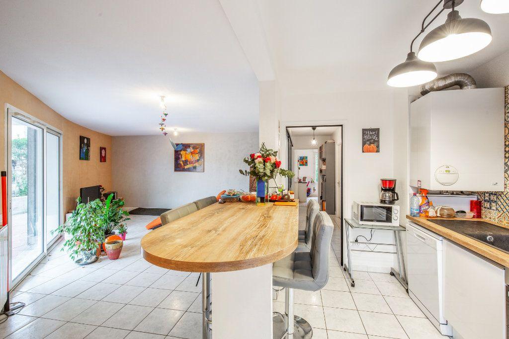 Appartement à vendre 4 90.56m2 à Bordeaux vignette-2
