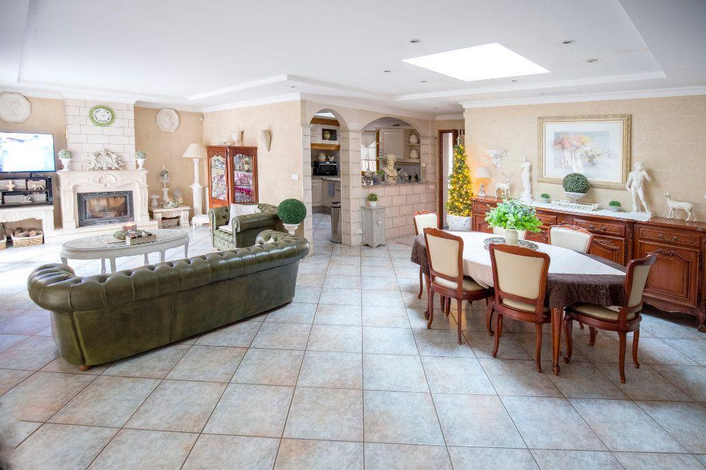 Maison à vendre 7 193m2 à Villenave-d'Ornon vignette-3