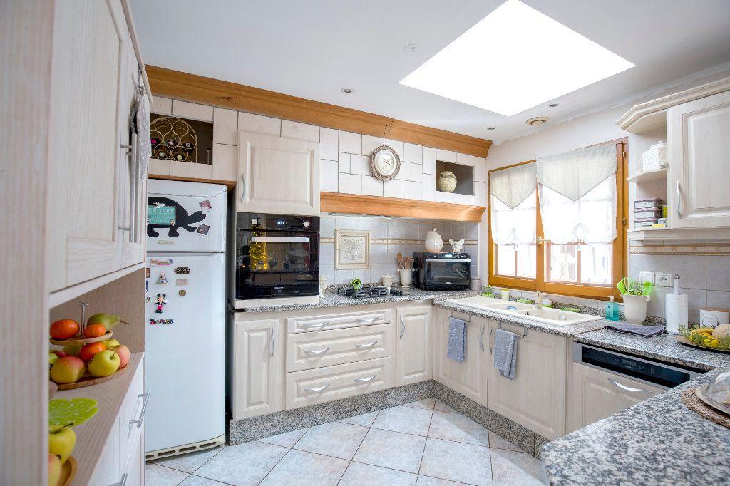 Maison à vendre 7 193m2 à Villenave-d'Ornon vignette-4