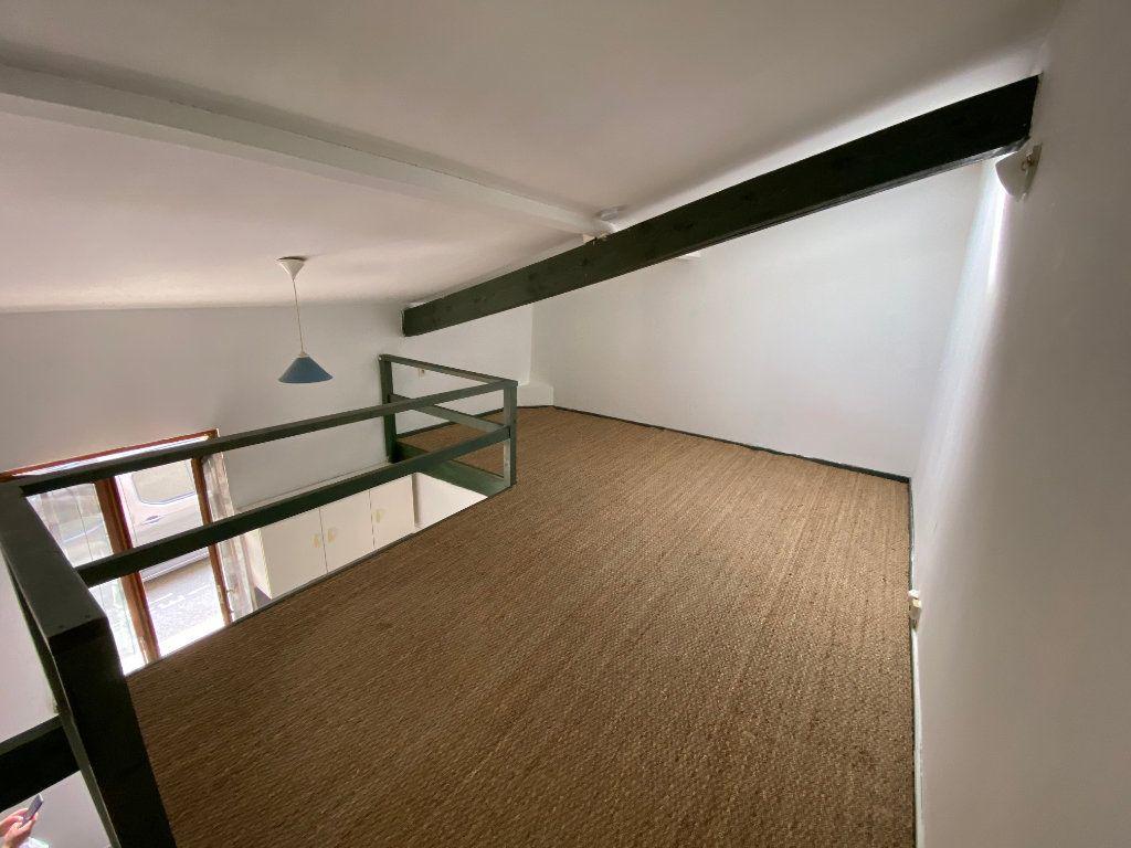 Appartement à louer 1 27m2 à Talence vignette-3