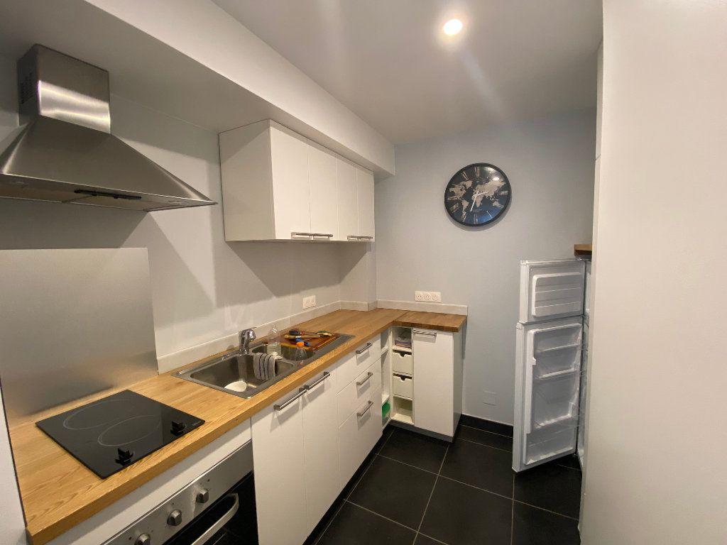 Appartement à louer 2 37m2 à Bordeaux vignette-2