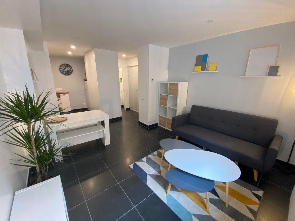 Appartement à louer 2 37m2 à Bordeaux vignette-3