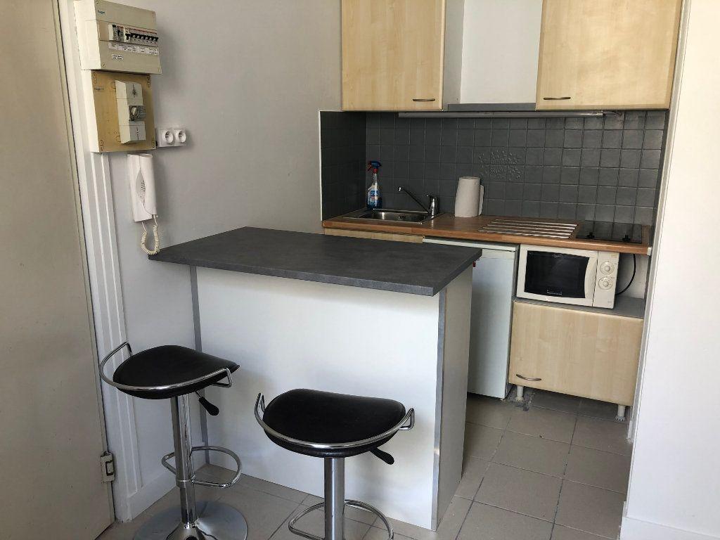 Appartement à louer 1 17m2 à Bordeaux vignette-1