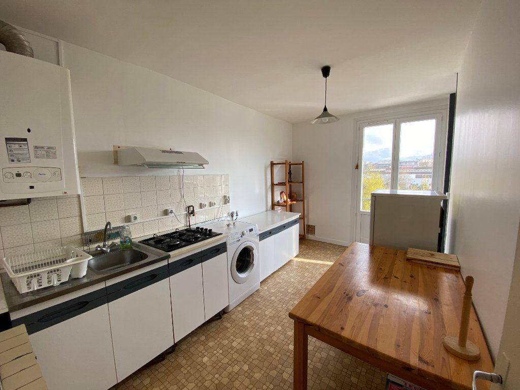 Appartement à louer 4 67m2 à Bordeaux vignette-2