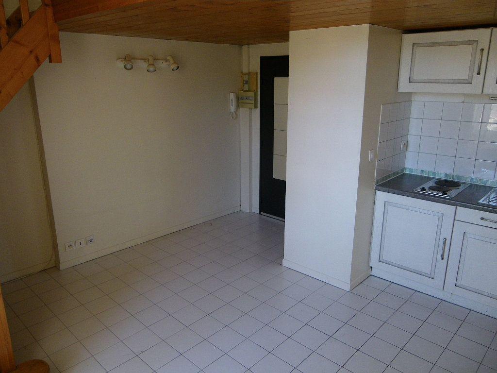 Appartement à louer 1 26m2 à Toulouse vignette-2